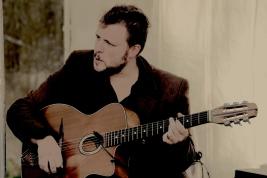 Pierre-Luc et ses guitares
